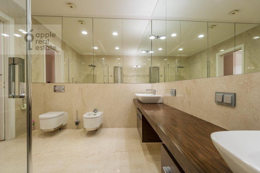 Санузел в 2-комнатной квартире по адресу Петровский бульв. 21