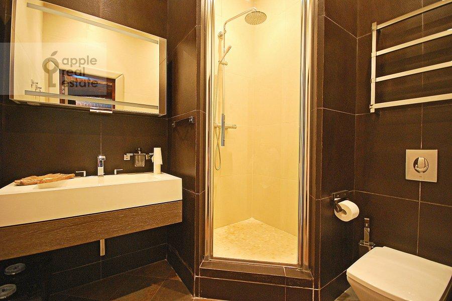 Bathroom of the 3-room apartment at Bronnaya Bol'shaya ul. 27/4