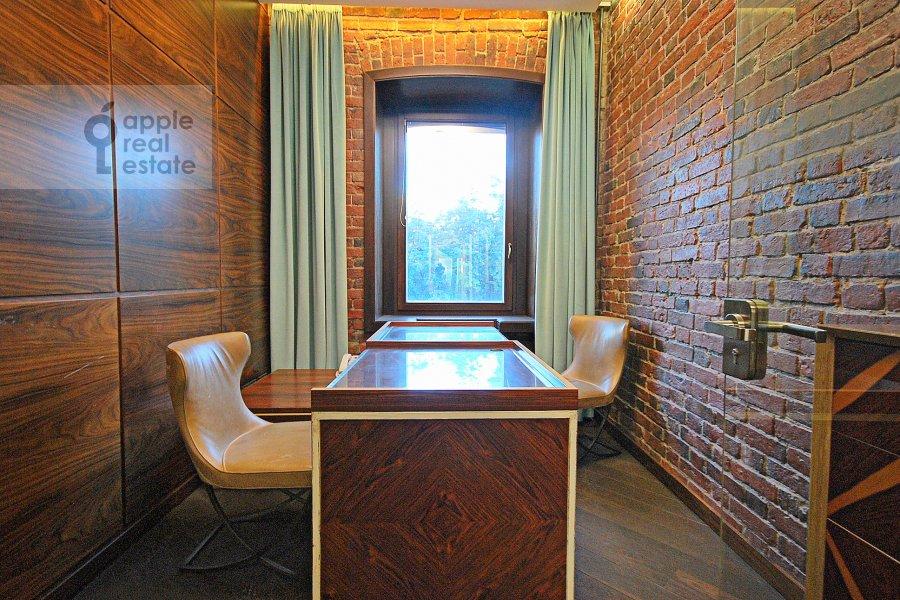 Children's room / Cabinet of the 3-room apartment at Bronnaya Bol'shaya ul. 27/4