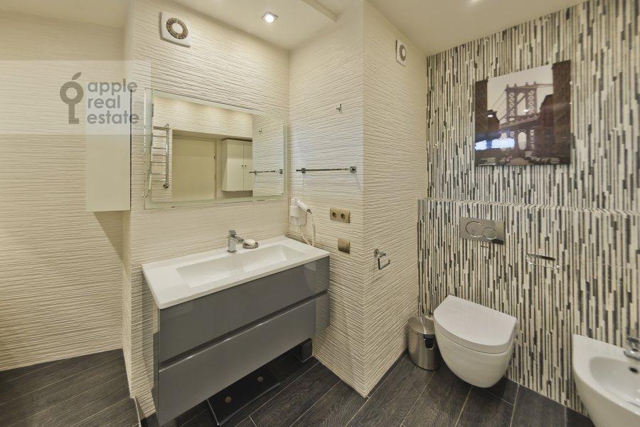 Санузел в 4-комнатной квартире по адресу Бакунинская ул. 26-30c1