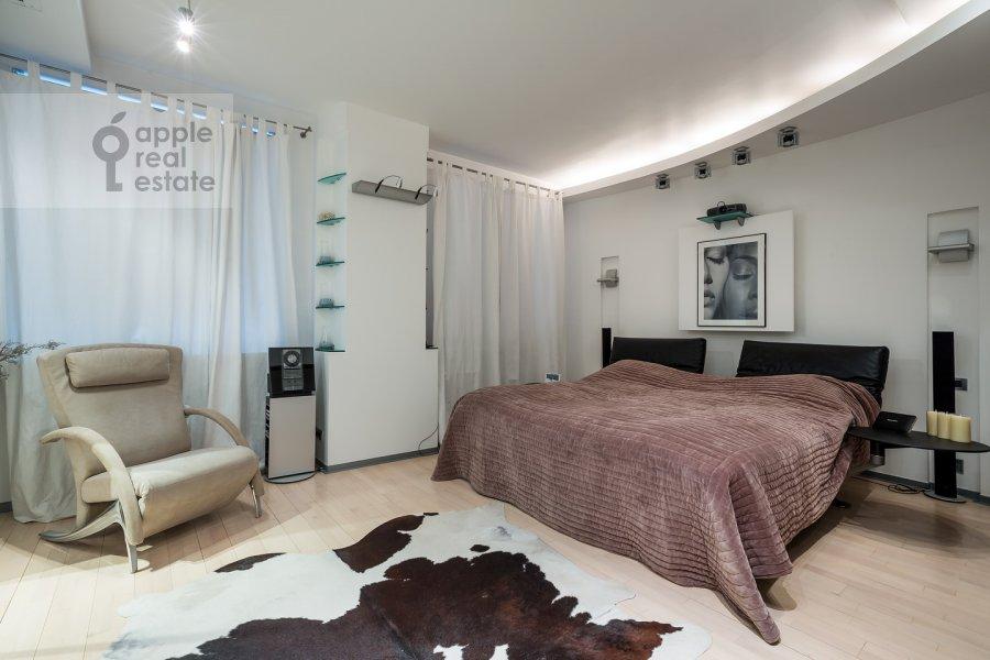Bedroom of the 3-room apartment at Ostozhenka ul. 25