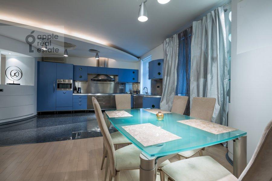 Кухня в 3-комнатной квартире по адресу Остоженка ул. 25