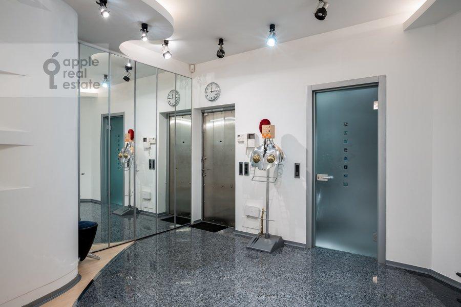 Corridor of the 3-room apartment at Ostozhenka ul. 25