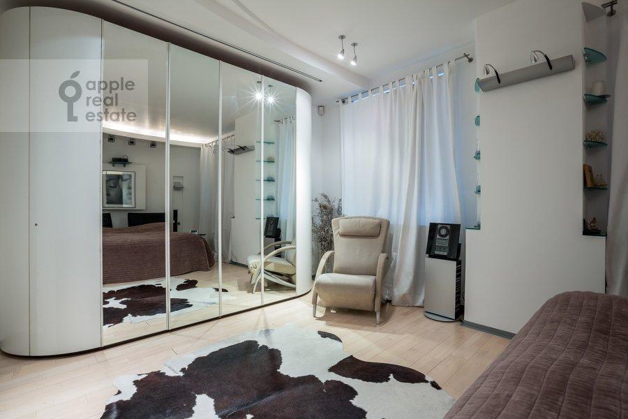 Спальня в 3-комнатной квартире по адресу Остоженка ул. 25