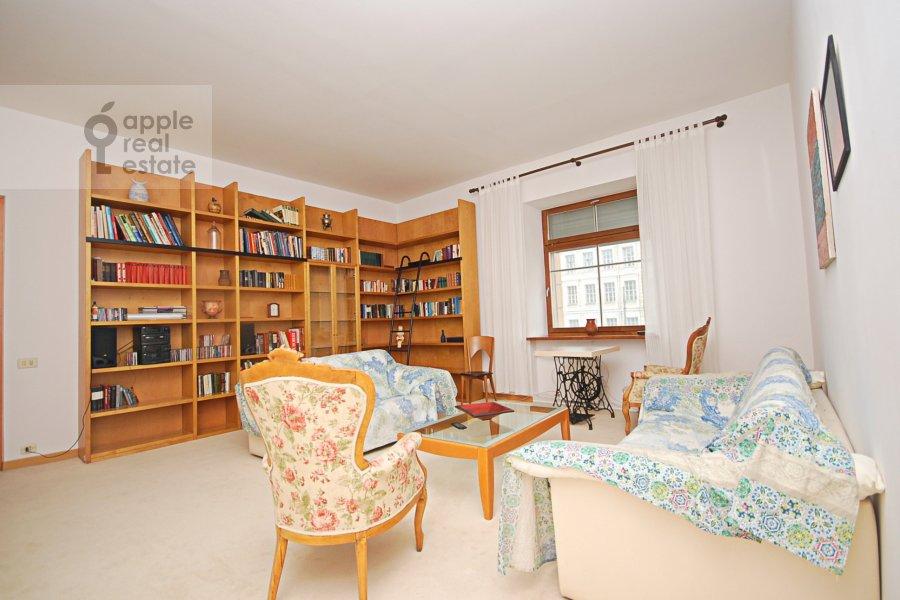 Living room of the 3-room apartment at Sadovaya-Kudrinskaya ulitsa 8/12