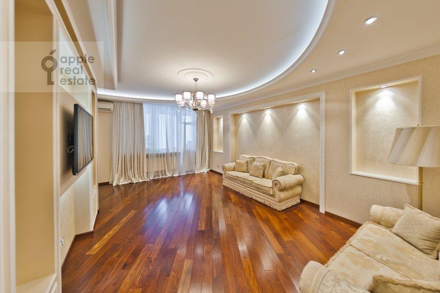Living room of the 3-room apartment at Udal'tsova ul. 85a