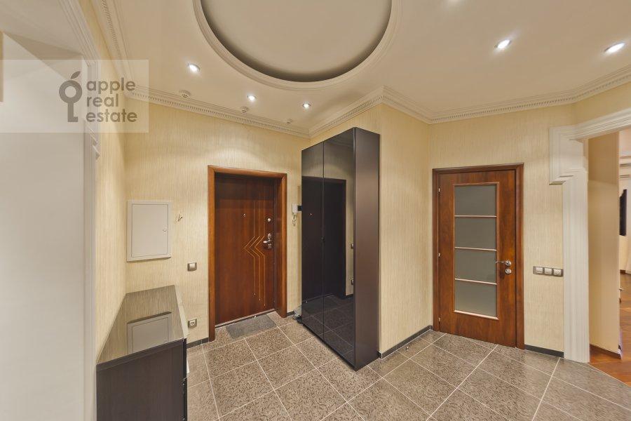 Corridor of the 3-room apartment at Udal'tsova ul. 85a