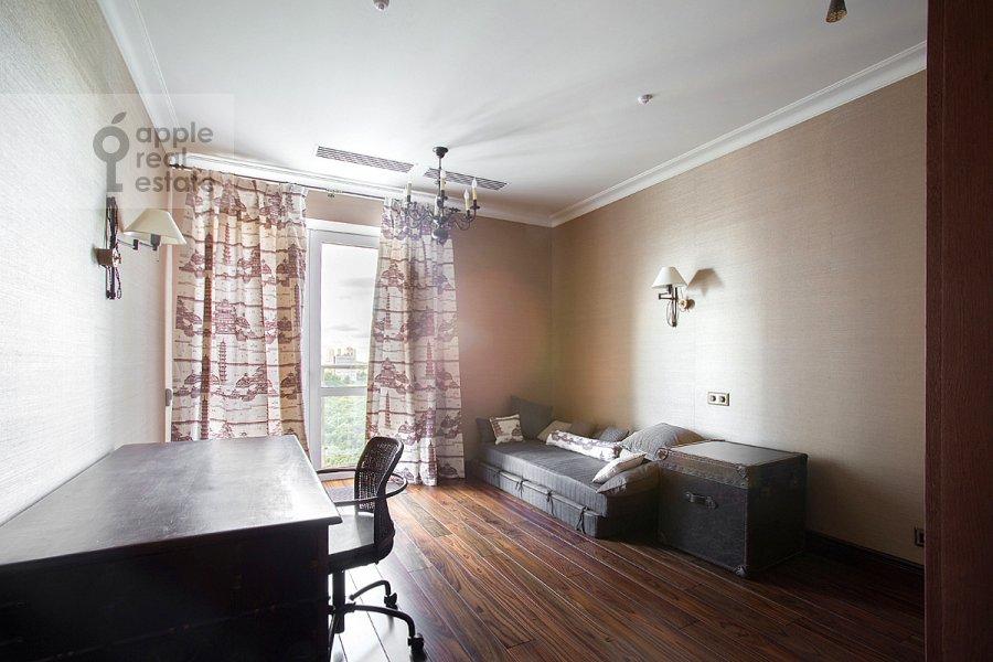 Детская комната / Кабинет в 5-комнатной квартире по адресу Нежинская улица 1к1