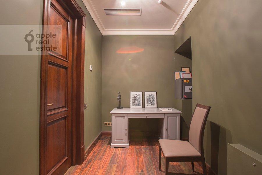 Коридор в 5-комнатной квартире по адресу Нежинская улица 1к1