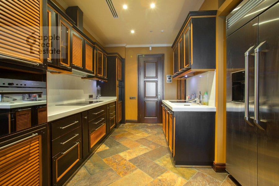 Кухня в 5-комнатной квартире по адресу Нежинская улица 1к1