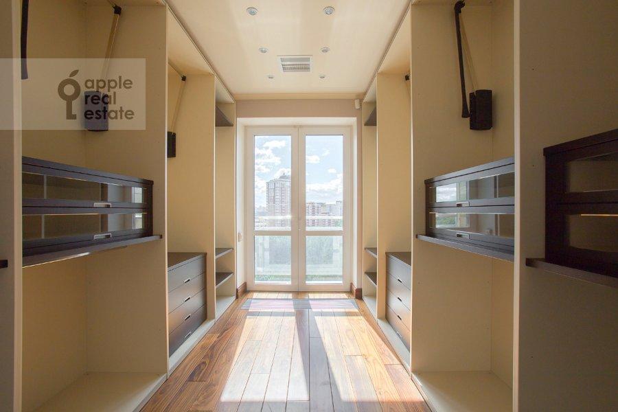 Гардеробная комната / Постирочная комната / Кладовая комната в 5-комнатной квартире по адресу Нежинская улица 1к1