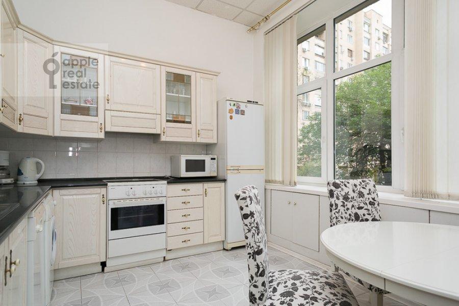 Кухня в 4-комнатной квартире по адресу Тверская-Ямская 1-я ул. 36