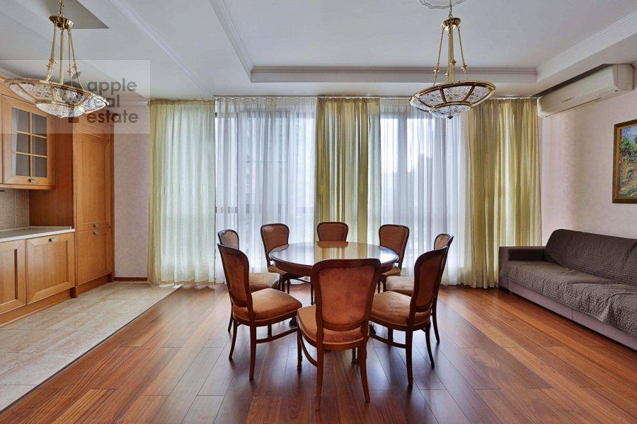 Living room of the 4-room apartment at Tikhvinskaya ul. 10