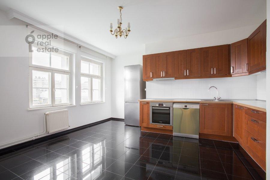 Кухня в 4-комнатной квартире по адресу Цветной бульв. 16