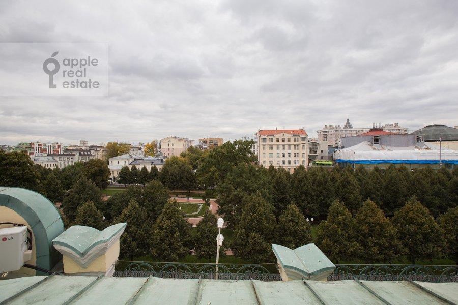 Вид из окна в 4-комнатной квартире по адресу Цветной бульв. 16