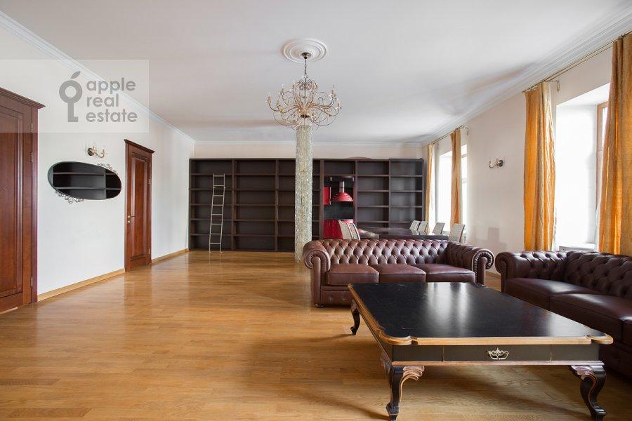 Гостиная в 4-комнатной квартире по адресу Большой Козихинский переулок 4