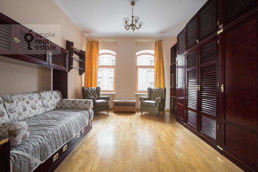 Детская комната / Кабинет в 4-комнатной квартире по адресу Большой Козихинский переулок 4