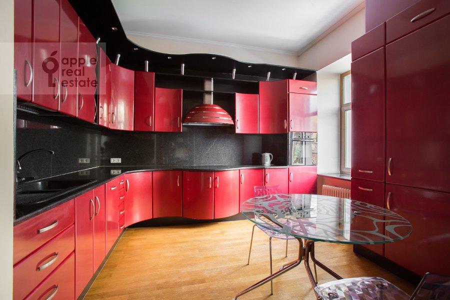 Кухня в 4-комнатной квартире по адресу Большой Козихинский переулок 4