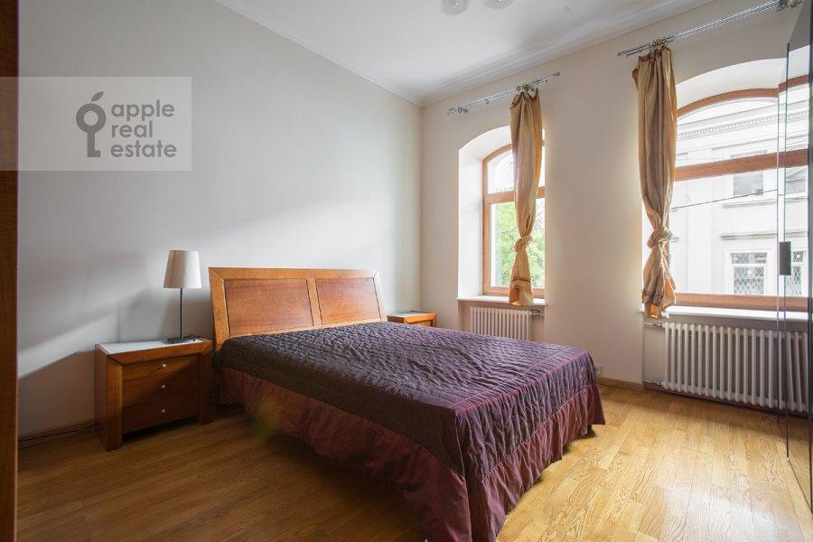Спальня в 4-комнатной квартире по адресу Большой Козихинский переулок 4