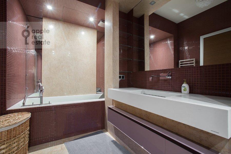 Санузел в 6-комнатной квартире по адресу Ленинградское шоссе 37к1