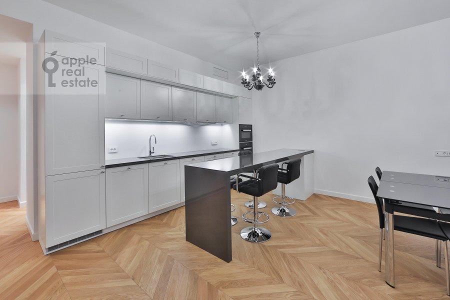 Кухня в 2-комнатной квартире по адресу Никольская ул. 10/2с2Б