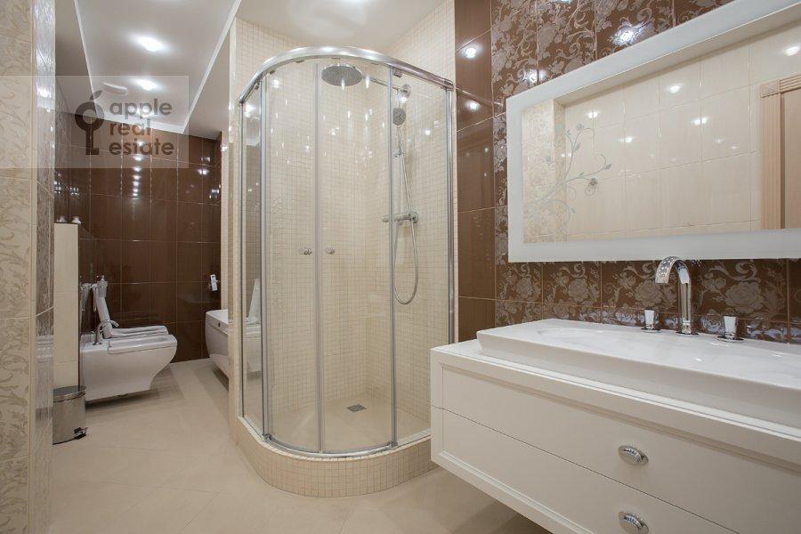 Bathroom of the 6-room apartment at Tverskaya-Yamskaya 3-ya ul. 25