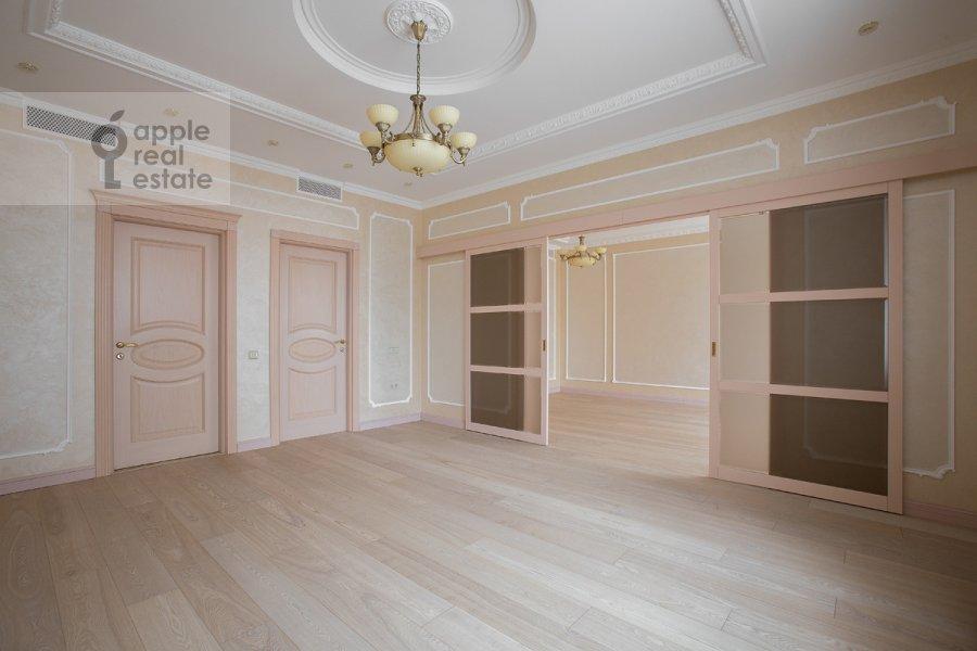Living room of the 6-room apartment at Tverskaya-Yamskaya 3-ya ul. 25