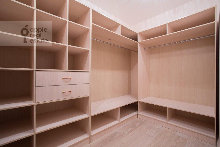 Walk-in closet / Laundry room / Storage room of the 6-room apartment at Tverskaya-Yamskaya 3-ya ul. 25
