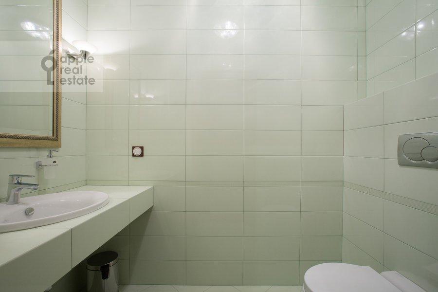 Санузел в 4-комнатной квартире по адресу Тверская-Ямская 3-я ул. 25