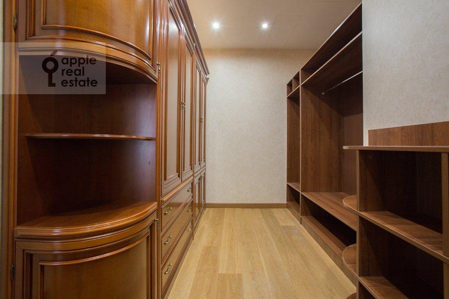 Гардеробная комната / Постирочная комната / Кладовая комната в 4-комнатной квартире по адресу Тверская-Ямская 3-я ул. 25
