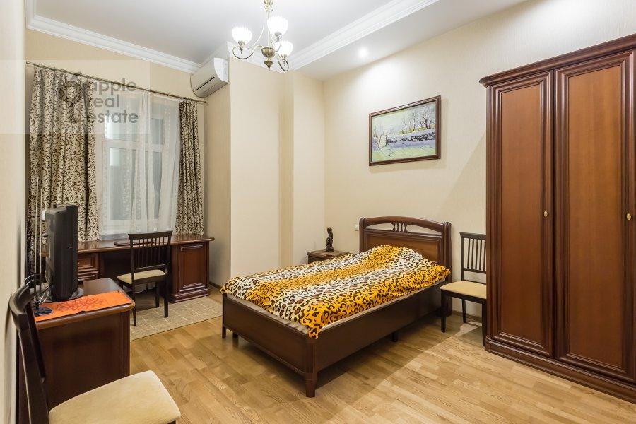 3-room apartment at Varsonof'evskiy per. 4s1