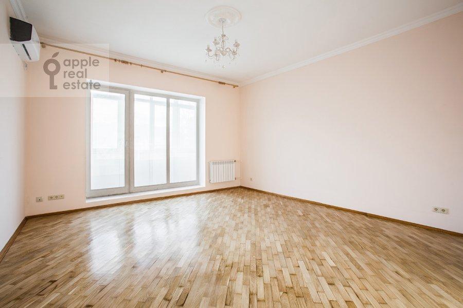 Bedroom of the 3-room apartment at Staryy Tolmachevskiy pereulok 3