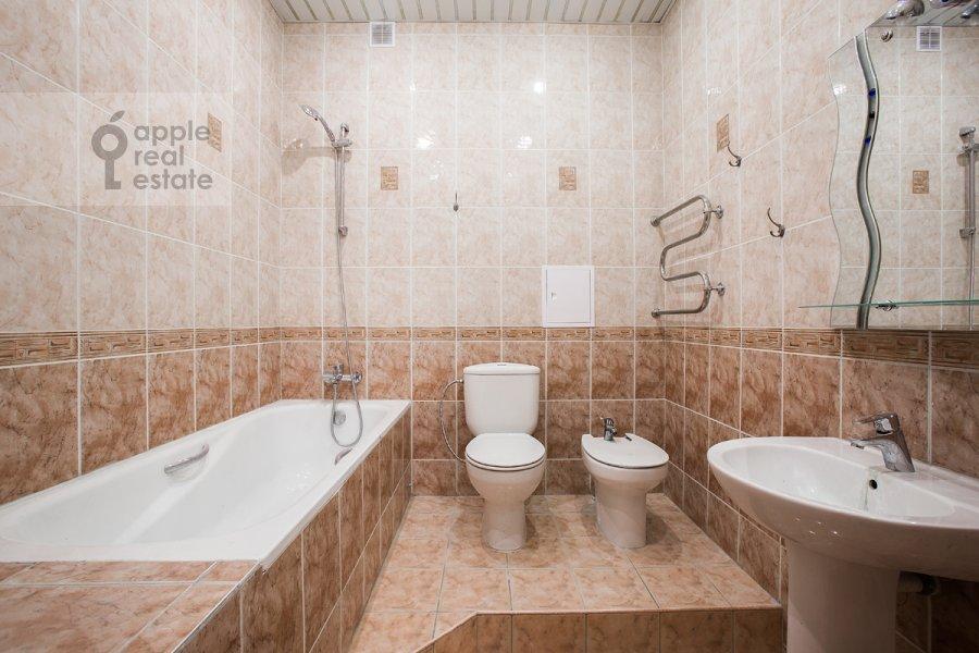 Bathroom of the 3-room apartment at Staryy Tolmachevskiy pereulok 3