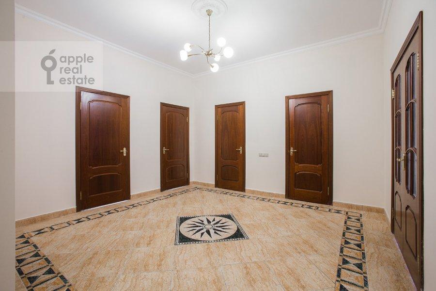 Corridor of the 3-room apartment at Staryy Tolmachevskiy pereulok 3