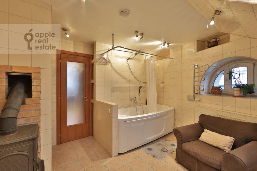 3-room apartment at Spiridon'evskiy per. 10A
