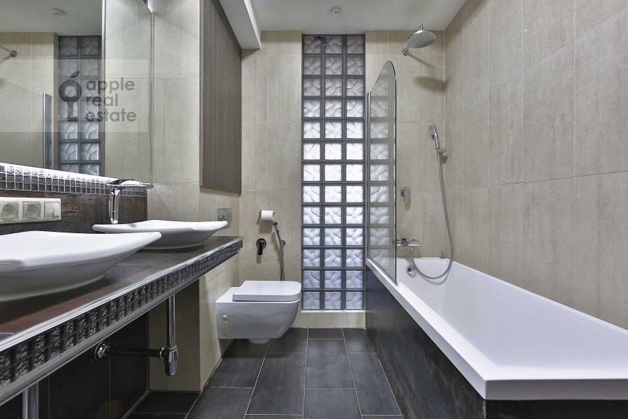 Bathroom of the 3-room apartment at Ermolaevskiy per. 18A