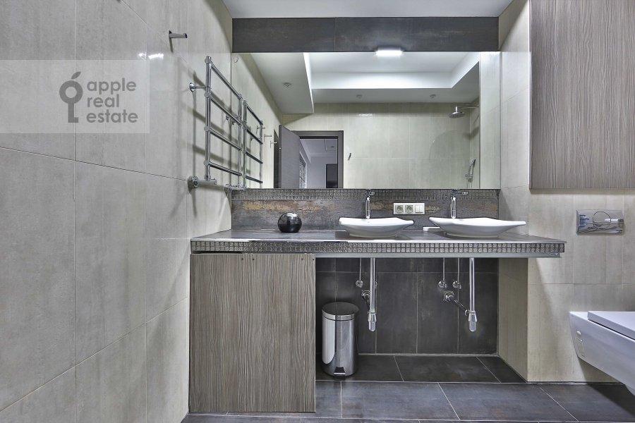 Санузел в 3-комнатной квартире по адресу Ермолаевский пер. 18А