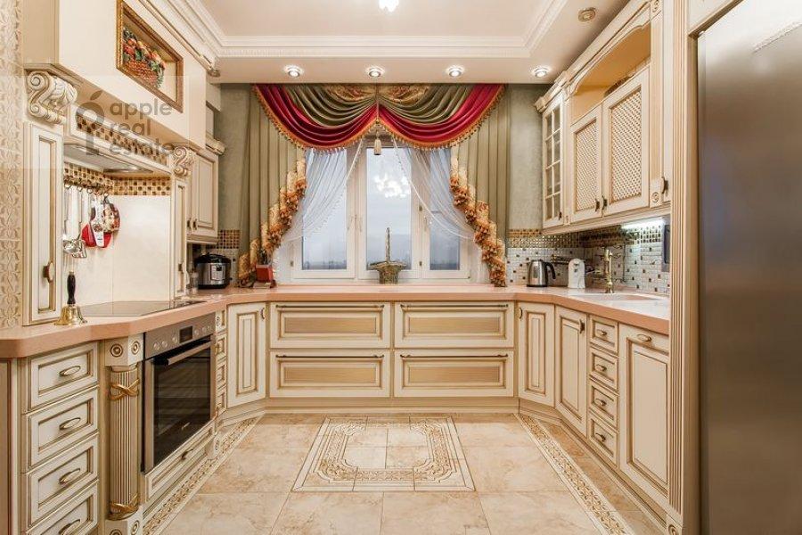 Кухня в 5-комнатной квартире по адресу Бажова ул. 8