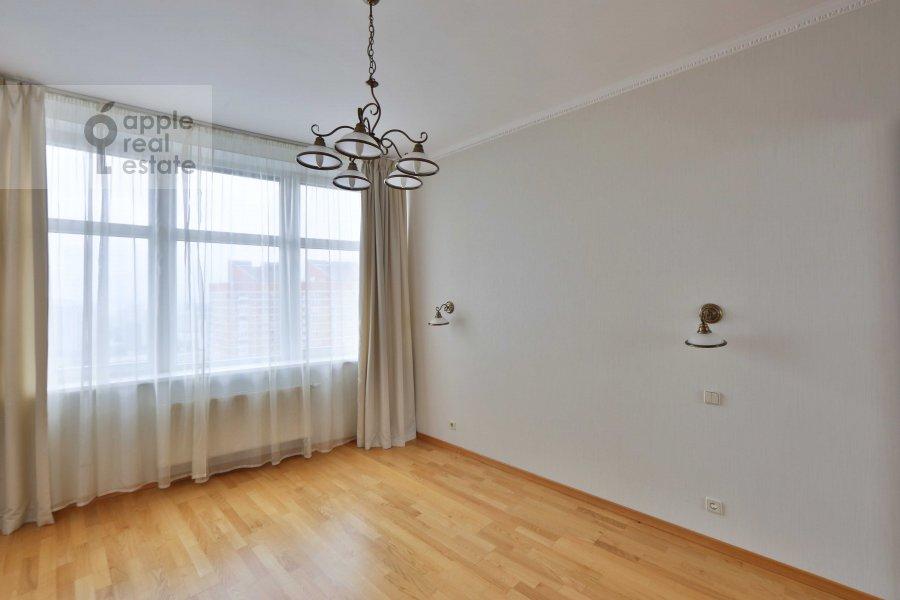 4-room apartment at Leninskiy  prospekt 92k1