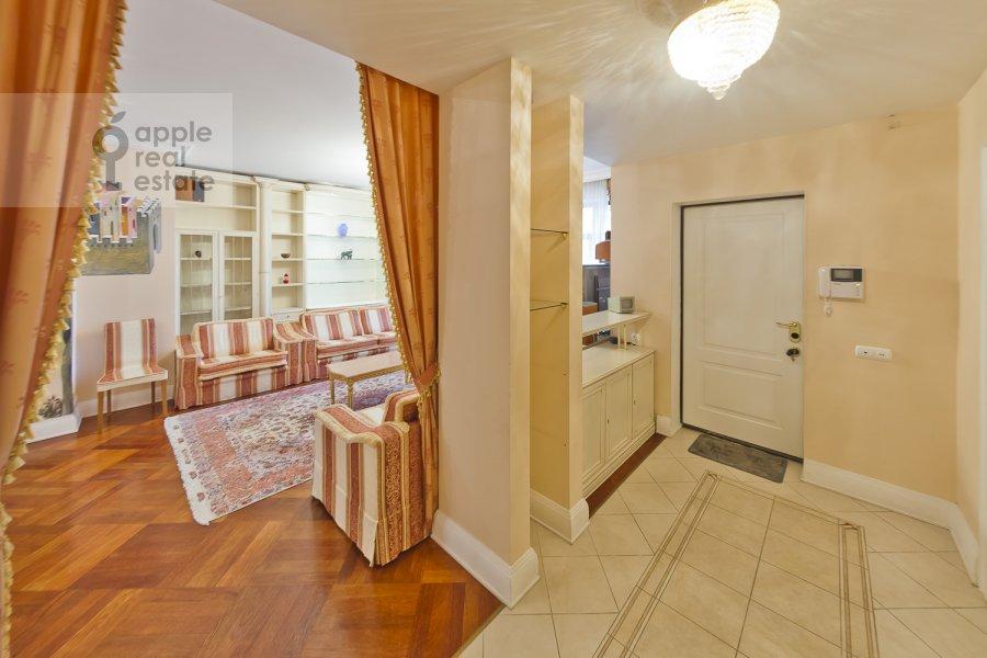 Corridor of the 4-room apartment at Lyalin per. 19k1