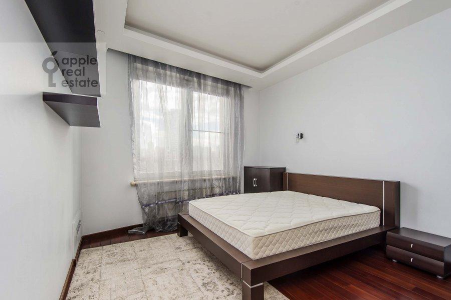 Bedroom of the 3-room apartment at Mosfil'movskaya ul. 70k3