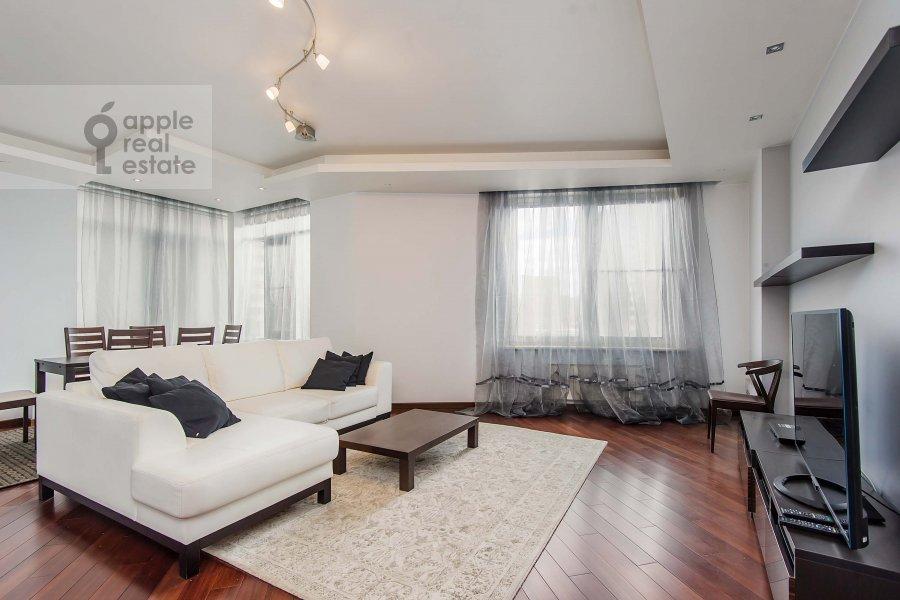 Living room of the 3-room apartment at Mosfil'movskaya ul. 70k3