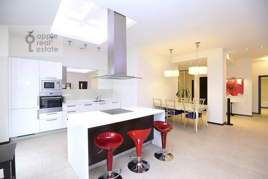 Kitchen of the 4-room apartment at Novyy Arbat ul. 27