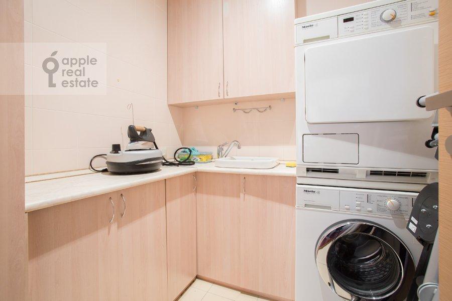 Walk-in closet / Laundry room / Storage room of the 4-room apartment at Strastnoy bul'v. 10k1