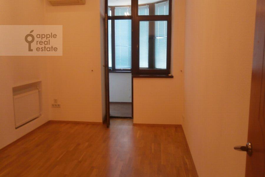 4-комнатная квартира по адресу Харитоньевский Большой пер. 16-18