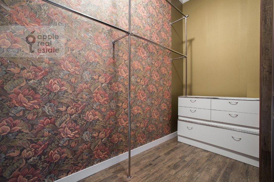 Гардеробная комната / Постирочная комната / Кладовая комната в 3-комнатной квартире по адресу Фадеева 4А