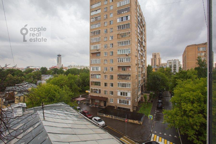 Вид из окна в 3-комнатной квартире по адресу Новокузнецкий 1-й пер. 10с1