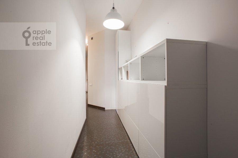 Гардеробная комната / Постирочная комната / Кладовая комната в 3-комнатной квартире по адресу Новокузнецкий 1-й пер. 10с1