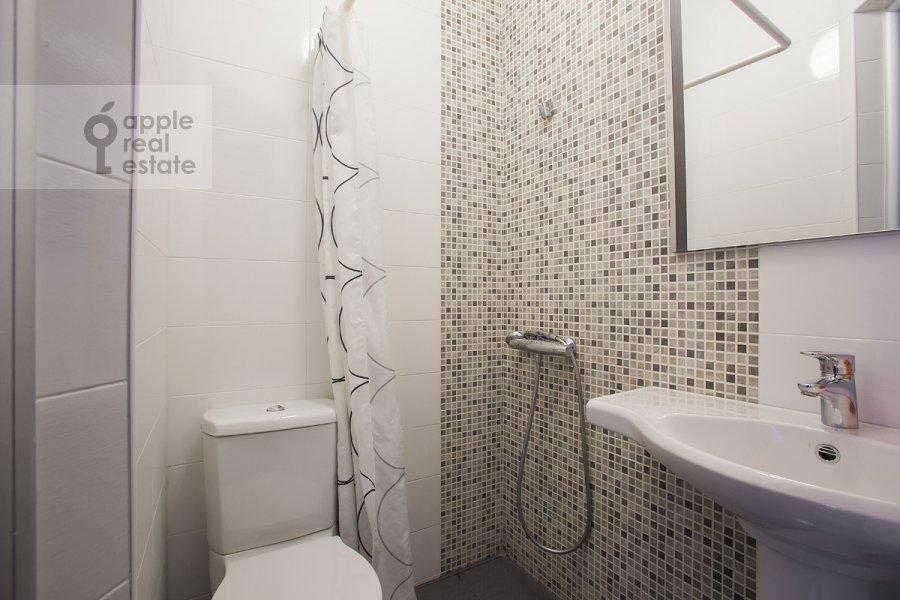 Санузел в 3-комнатной квартире по адресу Новокузнецкий 1-й пер. 10с1