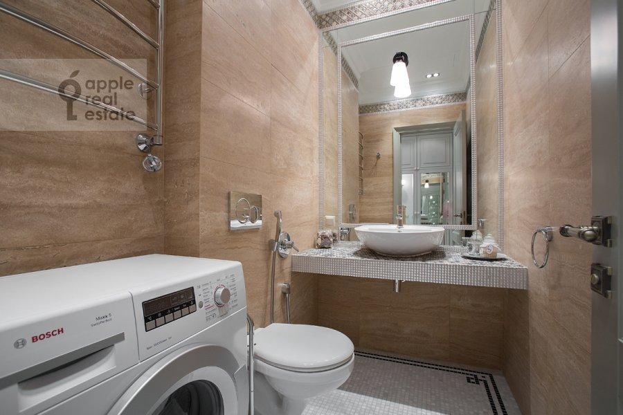 Bathroom of the 4-room apartment at Gruzinskaya Bol'shaya ul. 69